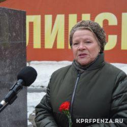 КПРФ – Возложение цветов у бюста Сталина-001