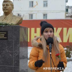 КПРФ – Возложение цветов у бюста Сталина-007
